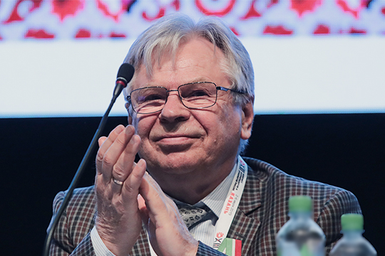 Научный руководитель института этнологии РАН Валерий Тишков ранее предлагал ввести в перепись сдвоенные идентичности, например, татаро-башкир