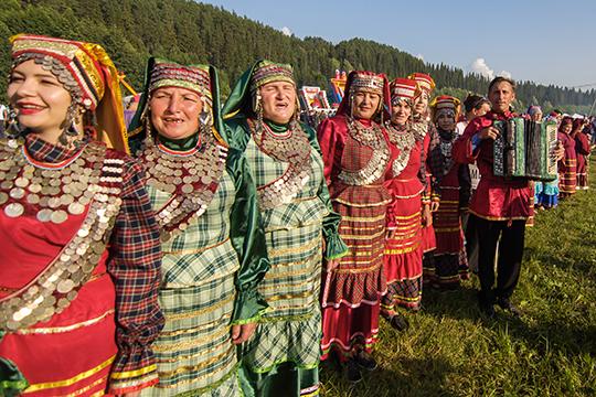 Основной для Татарстана вопрос грядущей переписи населения на брифинге остался без ответа: будут ли субэтносы по прежнему причисляться основному народу, или будут считаться отдельно?