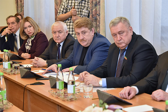 «Какова же все-таки основная стратегия минздрава в борьбе с онкозаболеваниями?», — после выступления обрушились на Жаворонкова депутаты