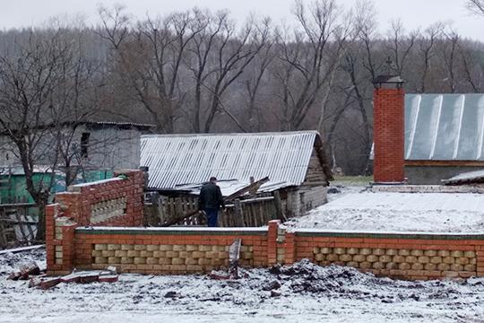 Дом Сунгатуллиных сразу после пожара разобрали. Остался лишь фундамент