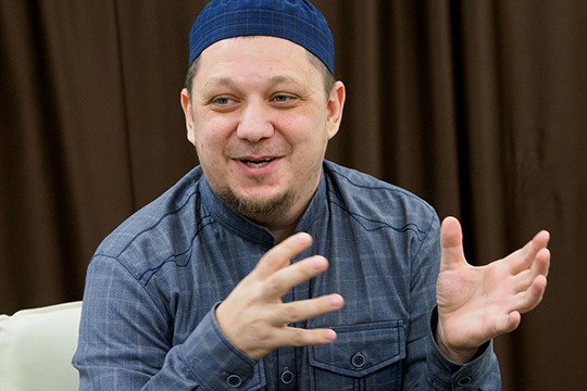 «Всевышний привел меня кисламу: институт рядом смечетью (тогда было четыре мечети вмногомиллионной Москве). Так иполучилось: учусь рядом смечетью— живу рядом смечетью»