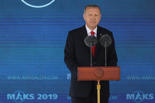 «Вкачестве примера вполитике можно назвать президента Турции Эрдогана. Мудро всех обыгрывает, все против него, пытается лавировать. Видим, что Турция при нем уже нета, что была вчера»