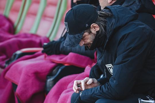 «Рубин» хочет дать Шаронову возможность доработать сезон до конца. Контракты всех тренеров его штаба рассчитаны до лета следующего года