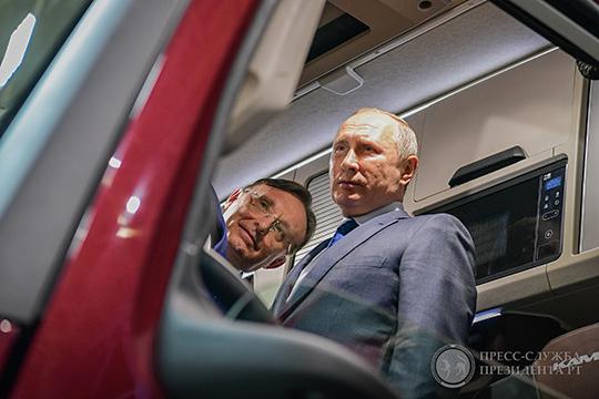 Визит Владимира Путина на КАМАЗ, видимо, был связан и с тем, что он таким образом сделал жест в сторону гендиректора завода Сергея Когогина, сыгравшего большую роль в ходе президентской кампании