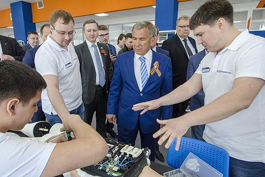 Ленар Валеев (справа):«Мы скорее виртуальные резиденты: физически и юридически всегда находились в Казани и всегда будем оставаться в Сколково: там всегда есть, с кем посоветоваться»