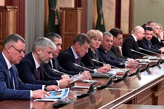 Медведев поблагодарил всех, кто участвовал вработе правительства. Кэтим благодарностям присоединился и Путин
