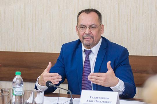 «Народные учредители народной УК», по словам Галаутдинова, моглибы вэтом случае осуществлять контроль зацелевым использованием выделяемых управляющим компаниям средств