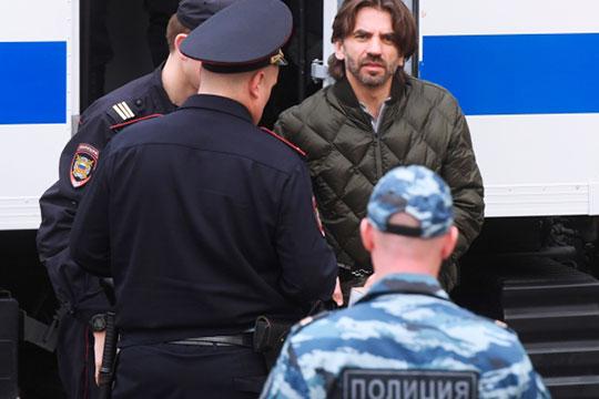 Политолог Станислав Белковский утверждает, что бывший министр по делам Открытого правительства Михаил Абызов скоро выйдет из СИЗО на свободу. Точнее, под домашний арест