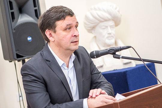 Имя Радика Салихова, отвечающего сейчас за всю организационную работу в институте, называли многие эксперты газеты, которые, в основном предпочли отвечать на этот вопрос анонимно