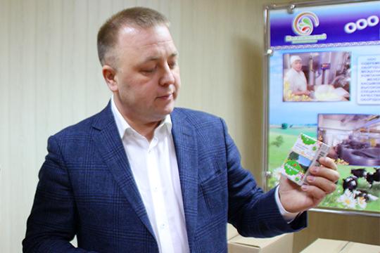 Владельцем «Касымовского» является Ленар Гарипов (на фото), который недавно стал замминистра сельского хозяйства и продовольствия РТ. Бизнес передал в доверительное управление своему брату — Ильнару Гарипову
