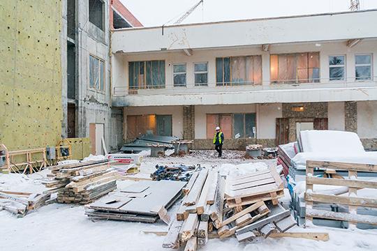 Для татарской драмы в Челнах решено было выделить здание, в котором размещался развлекательный клуб «Колизей», а еще раньше ДК «Строитель»