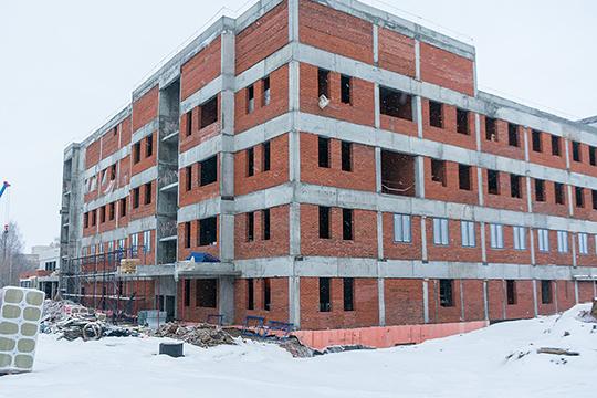 Строительство онкоцентра стартовало в прошлом году. На сегодняшний день объект имеет большую степень готовности