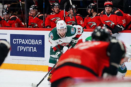 С Игорем Бобковым в воротах «Авангард» дошёл до финала Кубка Гагарина в прошлом году. В клубе не скрывали, что подписывали Гарипова в качестве бэкапа