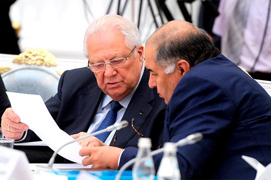 Как сообщил нашей редакции источник из оргкомитета соревнований, международная федерация фехтования (FIE), которую, возглавляет Алишер Усманов (справа), крайне обеспокоена этой ситуацией