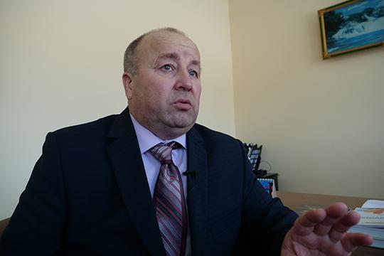 Фанис Мисалов:«Айрат Назипович, когда приезжал вдеревню, заходил вшколу, интересовался делами, какая помощь нужна. Унас есть место настадионе, онтуда спускался навертолете»