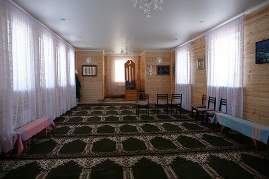 Дом Аллаха строился всвое время наденьги колхоза, носделать последний ремонт помогал, втом числе, иАйрат Назипович