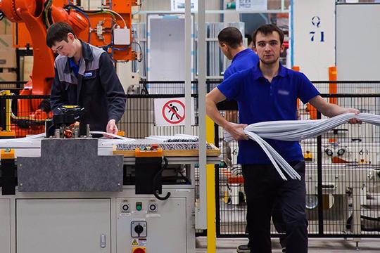 Финансовый директор КАМАЗа Андрей Максимов заявил, что пора завязывать с привлечением резидентов в ТОСЭР — самим рабочих рук не хватает. Магдеев же сегодня дал понять, что, хоть новые производства и не нужны КАМАЗу, городу они пригодятся