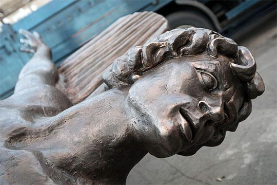Вслед за открытием памятника нужно всерьез рассмотреть вопрос о том, чтобы оперный театр в Казани получил имя Рудольфа Нуриева