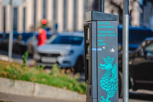Собственно повышение тарифов до100 рублей нанекоторых парковках вцентре Казани произошло как раз-таки из-за высокого спроса наних