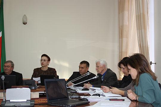 Далее члены комиссии соскоростью пулемета рассмотрели тарифы назахоронение твёрдых коммунальных отходов (ТКО) наполигонах вразных районах республики, восновном, сельских