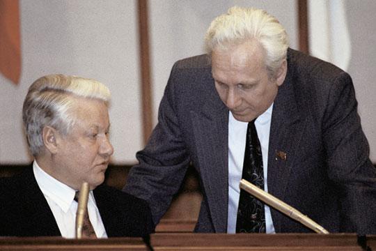 Познакомился (с Ельциным) буквально после выборов вВерховный Совет РСФСР, по-моему, 1апреля 1990 года, когда онвернулся изотпуска