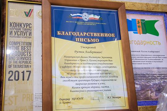 «Мывозим повсему Татарстану. ВЗакамье мыесть везде, что касается Казани, товкрупных магазинах небольшая часть продукции унаприсутствует— мелкоштучные изделия, кондитерские»