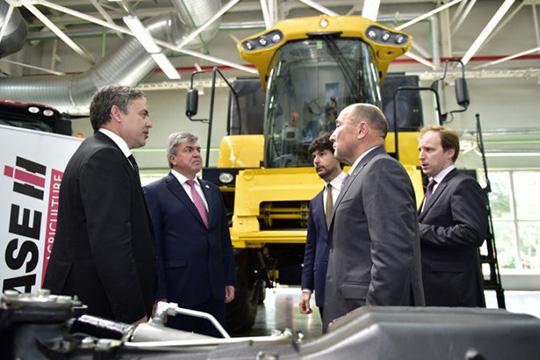 Марат Ахметов:«Республика унас огромная— унас 3,5 миллиона гектаров пашни. Нам впервую очередь тракторами обновляться надо»