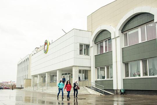 «ВНГПУ обучается порядка 4,5тыс. студентов, изних надневном отделении— 1961 человек. Изобщего числа студентов порядка 2100 бюджетников»