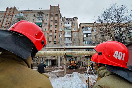 Очередное «газовое» ЧПслучилось сегодня утром вмногоквартирной девятиэтажке вгороде Шахты Ростовской области. Два этажа дома обрушились после мощного взрыва