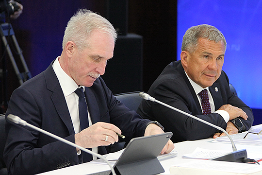 Сергей Морозов (слева) откровенно заявил, что не веритвобещания федеральной власти профинансировать нацпроекты