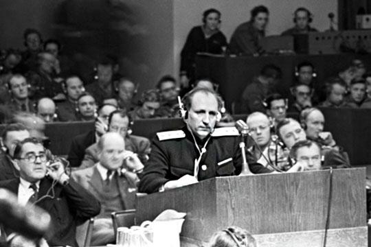 Главный обвинитель от СССР генерал-лейтенант Роман Руденко во на международном судебном процессе над бывшими руководителями гитлеровской Германии в Нюрнберге