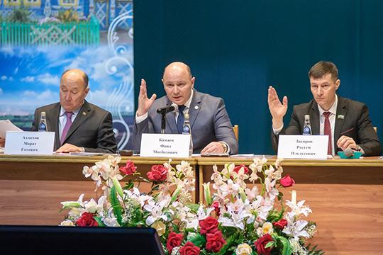 Новый глава Тукаевского района Фаил Камаев впервые отчитался загод своей работы. Доклад, прозвучавший назаседании райсовета, был очень контрастным