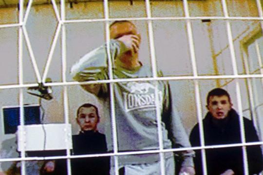 С восьми вечера Пиркин находился вУВД. Следствие полагает, что до12 ночи его избивали Рахимов иФилинов, апосле 12 подъехал Миндубаев иудерживал вкабинете без оформления