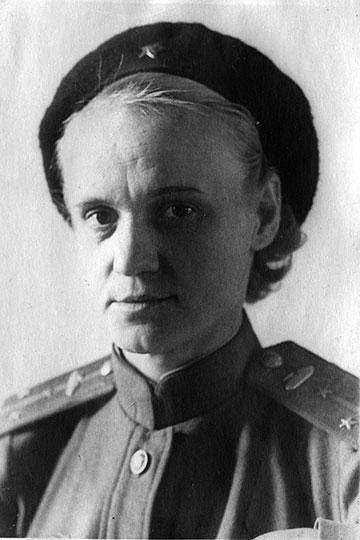 Евгения Кострикова, единственная дочь Сергея Мироновича Кирова,в1944годуоканчиваетКазанское танковое училище, чтобы продолжить войну уже танкистом-офицером