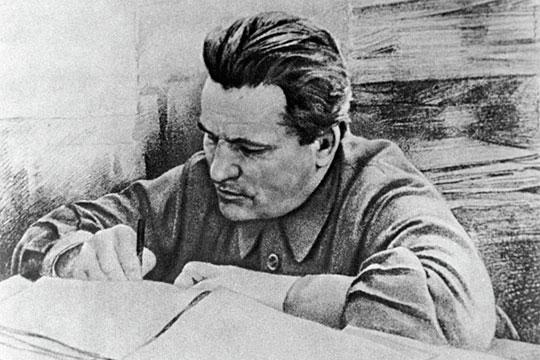 Сергей Костриков, более известный под партийным псевдонимомСергей Киров, три года, с1901-го по1904-й, учился вКазани намеханика. Здесь онначал свой революционный путь