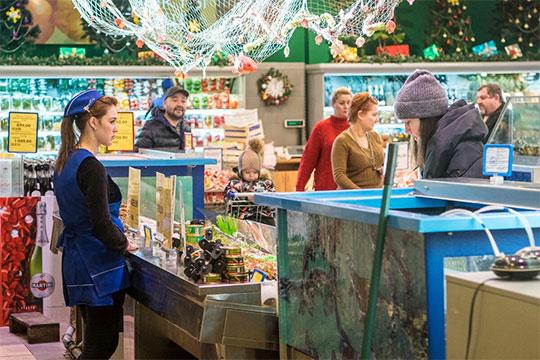 Хотя кардинального улучшения ситуации с курсом рубля не случилось, слабосоленая семга в «Бахетле» подешевела сразу на 23% или 330 рублей до 1090 рублей за «кило»
