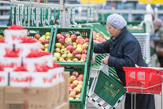 Корзина «Магнита» выросла в цене в 4 раза сильнее официальной продуктовой инфляции.«Весящая» втри раза больше корзина «Бахетле» заквартал подешевела на3,7%, с6681 до6432 рублей