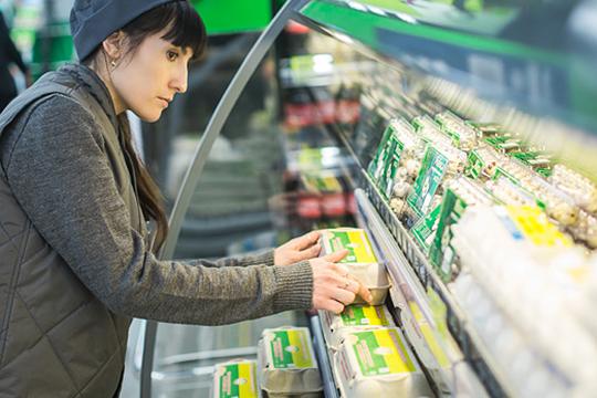 После предновогоднего ажиотажа пошли вниз и цены на куриные яйца: сразу минус 17% до 55,9 рубля за десяток категории С1