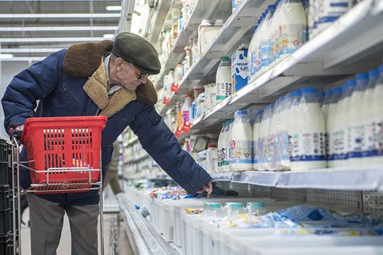 В «Магните» молоко жирностью 2,5% от федерального производителя подешевело на 12,4% или 6,8 рубля до 48,1 рубля в пересчете на объем 900 милилитра