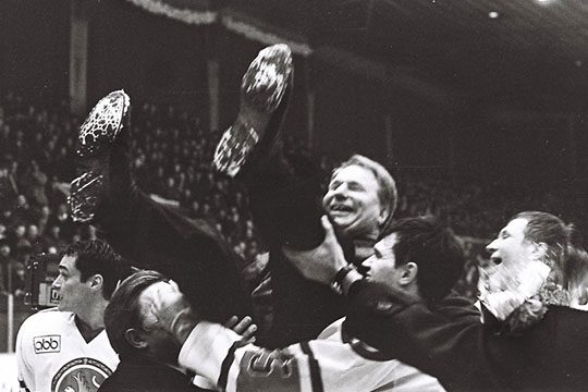 «АкБарс» закрепился встатусе топ-клуба задолго доприхода вкоманду Билялетдинова. Первое чемпионство команда, собранная изсвоих воспитанников, добыла ещё в20 веке— в1998 году