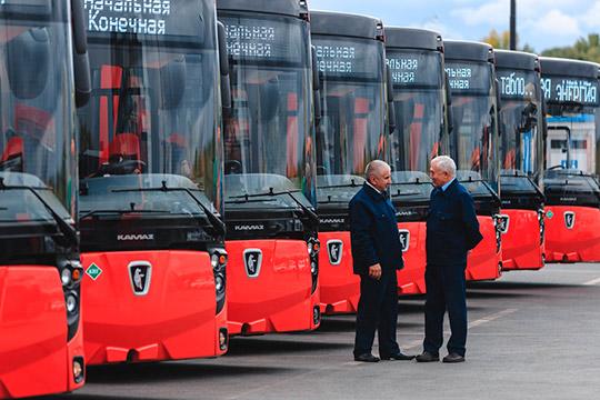 Всего в конце 2018 года перевозчики Казани закупили 82 метановых автобуса большой вместимости марки НЕФАЗ 57.40.5299 и 22 низкопольных автобуса средней вместимости марки Lotos