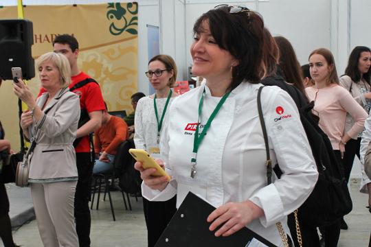 Елена Шрамко: «Ксожалению, многие наши соотечественники сильно заблуждаются, когда думают, что научившись готовить яичницу, они умеют накухневсе»