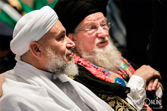 Ас-Саади (слева), который является креатурой Талгата Таджуддина, может покинуть БИА либоостанется вБолгаре, носрезким понижением зарплаты. Сейчас зарплата муаллима составляет 8 тысяч долларов в месяц