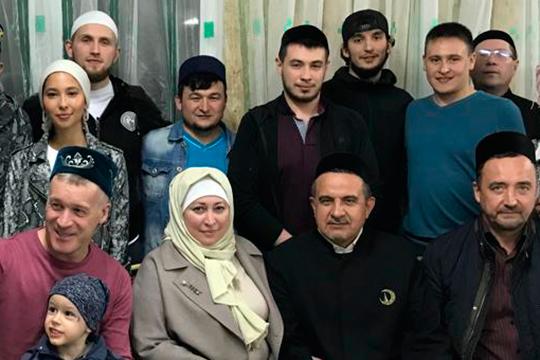 Эмиль Гарипов собирается жениться на Джамиле Зиганшиной (слева), внучке поэта Разиля Валеева. Никах состоится в Болгаре сразу по окончании священного месяца Рамадан