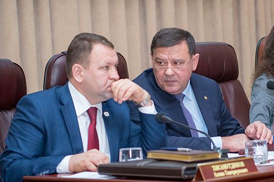 Новая реформа в сфереветеринарных службгрозит тектоническими переменами вструктуре госветнадзора вреспубликеАлмаз Хисамутдинов (слева) и Нурислам Хабипов