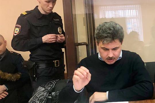 Всеволод Добрынин – один из самых известных адвокатов Казани, в последнее время появляется в суде и на следствии чуть реже, чем годами ранее