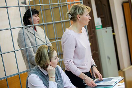 Наталья Фарукшина (справа)закрепила за собой публичный статус как защитница бывшего высокопоставленного пристава Жанны Алпаровой