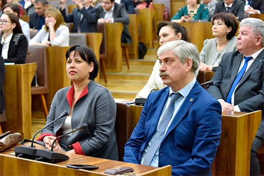 Спикер парламента пожурил немного, по всей видимости, Толчинского за то, что в прошлом году в Высшей школе журналистики и массовых коммуникаций КФУ не нашлось бюджетных мест для бакалавров по профессии