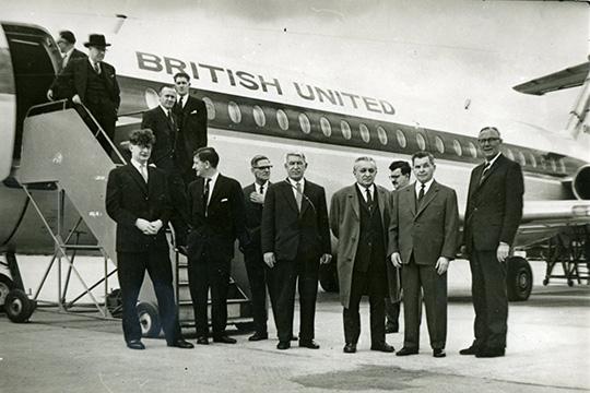 В центре снимка – Николай Максимов, Сергей Ильюшин и Анастас Микоян в Лондоне. 1963 год.