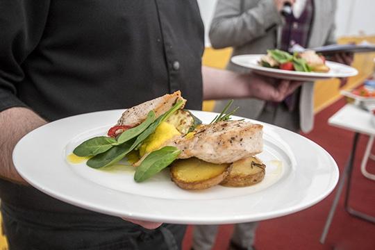 «Многие официанты считают, что гость должен оставить имчаевые, ноэто нетак»